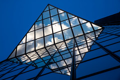 Diamant au crépuscule / Diamond at twilight (fidgi) Tags: blue sky cloud white paris reflection architecture canon bleu reflet ciel nuage blanc frontdeseine tourcristal canoneos5dmk3