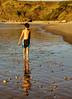 Carlos en la orilla al atardecer (ccc.39) Tags: sunset beach atardecer child playa arena niño reflejos piedras orilla goldenart
