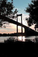 Coucher de soleil sur la Garonne et le pont d'Aquitaine (Les photos de LN) Tags: sunset lumire couleurs bordeaux rivire garonne coucherdesoleil fleuve quais pontdaquitaine lormont