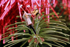 Trimming the Tree (Crisp-13) Tags: christmas tree pine saw needle tinsel axe ho bauble figures lumberjack noch holzfaller treefeller