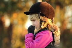 infinite look (DannyDuvel) Tags: madrid horse girl look canon caballo spain riding infinite concetration nina equitacion