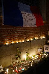 #JeSuisCharlie - candles and French flag for Charlie (Curufinwe - David B.) Tags: france night square freedom shrine candles remember place nightshot mourning terrorist souvenir libert shock shooting freedomofspeech toulouse hommage press speech choc mourn capitole tuerie presse hautegaronne midipyrnes charliehebdo recueillement attacke jesuischarlie toulousestcharlie