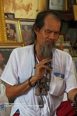 Ayutthaya, Ajaan Kob, at work (blauepics) Tags: tattoo work thailand hands steel traditional tattoos needle thai instrument arbeit spitz tool yantra gob hnde ayutthaya tattooing stahl kob sak nadel sharpening werkzeug ajarn yant traditionelle ttowieren schrfen ajaan
