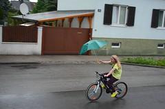 Vihmailm : ) (anuwintschalek) Tags: street rain bike bicycle umbrella austria spring strasse may paula fahrrad niedersterreich ratas regen puch frhling parapluie vihm kevad regenschirm 2016 wienerneustadt lapsed tnav jalgratas d7k vihmavari spitzbua nikond7000 puchbikes 18140vr
