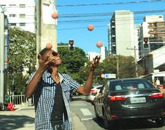 Ganhando a vida (PortalJornalismoESPM.SP) Tags: rua fotojornalismo malabarismo criatividade artenarua farl