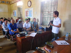 Nguyen Duy Nhiem (CIAT) took part in giving training on composting (CGIAR Climate) Tags: vietnam climatechange vermiculture composting wastemanagement