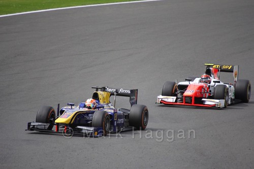 Alex Lynn leads Daniël de Jong in the GP2 Feature Race at the 2016 British Grand Prix