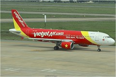 VietJet | Airbus A320-200 | VN-A666 (*Charlie Alfa*) Tags: sgn aviation airplane maybay 飞机 비행기 літак avión flugzeug avião 飛行機 เครื่องบิน самолет letoun विमान ਜਹਾਜ਼ ហឹ 飛機 aereo eruplano avion מטוס lentokone αεροπλάνο vliegtuig samolot zrakoplov letalo repülőgép flygplan fly uçak aircraft airliner