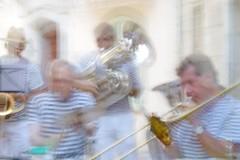 Fanfare à la Cadière d'Azur (Loran de Cevinne) Tags: pentax music musique musicien fanfare fierabrass france flou flouartistique concert live var provence lacadièredazur léonmalaquais trombone tromboneàcoulisse cuivres tenortrombone saxophone tuba euphonium saxhorn soubassophone hélicon trompette cornet cornetàpistons contretuba artistes