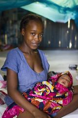 294/365 La mre et son enfant (Laure Borel) Tags: portrait soft child mother madagascar douceur 2014 nosybe project365 30mmf14