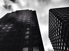 (carenzo96) Tags: sanfrancisco california street city urban blackandwhite monochrome architecture buildings streetphotography lookingup bnw iphoneography