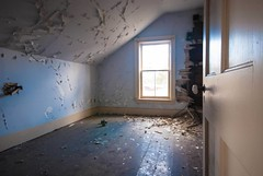 HAUNTED (blink to click) Tags: house abandoned room haunted click blink demolished deteriorating nikond80 blinktoclick