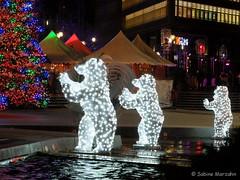 Leuchtendes Berlin 08 (Sockenhummel) Tags: berlin weihnachten fuji weihnachtsmarkt finepix fujifilm dezember x20 weihnachtsbeleuchtung nachtaufnahmen marlenedietrichplatz fujix20