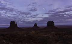 Moon over the Mittens, Monument Valley (desimage) Tags: saariysqualitypictures