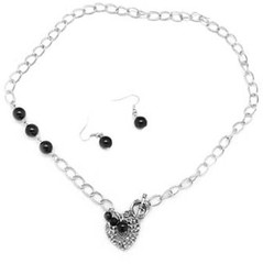 5th Avenue Black Necklce K1 P2110-5