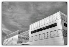 Lignes  (nb) (au35) Tags: architecture nikon nb ciel chu lignes immeuble orlans d5000