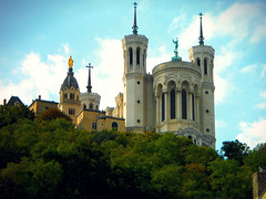 Great basilic (Alex-W.) Tags: trees statue architecture angel forest gold high lyon or ange arbres basilique fourvière