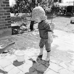 Kid and Water (How can that possibly go wrong?) (holtelars) Tags: blackandwhite bw 120 6x6 mamiya tlr film water monochrome rollei analog mediumformat square denmark kid play outdoor squareformat analogue gossen twinlensreflex mamiyac330 f35 100iso twinlens filmphotography 65mm rodinalspecial studional c330 mamiyasekor classicblackwhite homeprocessing lunasix3 filmforever c330professional r09spezial rolleirpx rolleirpx100 larsholte compardr09spezial