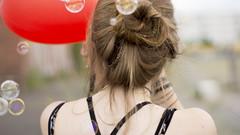 Glckstage (carla_hauptmann) Tags: travel summer girl germany happy deutschland 50mm sommer sony journey bremen mdchen reise ontour a77 glcklich seifenblasen hubbles f17