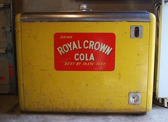 RC Cooler - True Mfg (us301Retro) Tags: vendingmachine soda ideal vendo rc sodapop royalcrowncola rccola kelvinator nehi chestcooler truemfg quikold