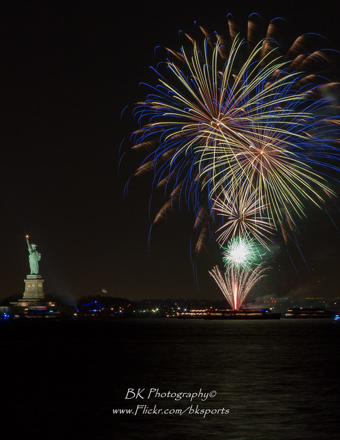 Statue of Liberty 2014 NYE Fireworks-0042