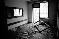 197-18 · Verlassenes Krankenhaus (Danipuntocom) Tags: berlin abandoned film 35mm germany deutschland hp5 pushed nikkor nikonf2 3200 ilford ilfordhp5400 microphen nikkor24mm ilfordmicrophen film:brand=ilford film:iso=3200 developer:brand=ilford film:name=ilfordhp5400 developer:name=ilfordmicrophen filmdev:recipe=9894