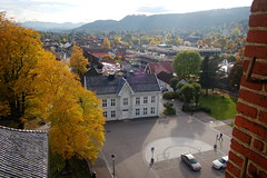 Kongsberg, Norway (Dogbite) Tags: autumn fall church norway square town kirke kongsberg buskerud