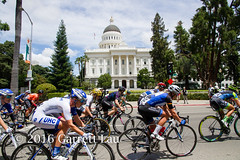 Pack in Front of Capitol (Garrett Lau) Tags: bicycle cycling women racing sacramento amgen criterium stage4 2016 circuitrace tourofcalifornia womenscircuitrace sacramentocircuitrace amgenbreakawayfromheartdiseasewomensrace