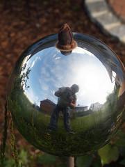 Standing Small (gripspix (OFF)) Tags: reflection spiegelung selfie gardenball verzerrt distortet gartenkugel 20160523 foolingwithmycam kameranarrheiten