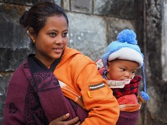 Kohima - Mother and child (sharko333) Tags: voyage street travel woman asia asien child olympus asie indien reise kohima nagaland em1