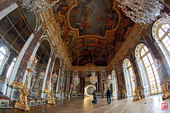 Le miroir au bout de la Galerie des Glaces (mamnic47 - Over 6 millions views.Thks!) Tags: exposition versailles inauguration olafureliasson lumires installations presse img1543 confrencedepresse versailleschateaudeversailles effetsdelumires catherinepgard alfredpacquement expositionolafureliasson yoursenseofunity