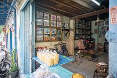 king (kuuan) Tags: street leica house color shop thailand photo king sony m mf manualfocus f4 a7 voigtlnder royals skopar 21mm chanthaburi kingbhumibol voigtlndercolorskoparf421mm