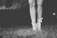 Las piernas (David Fotografa) Tags: bw naturaleza feet girl dancing legs naturallight dancer pies bailarina piernas bailar canon70200f4 canon70d