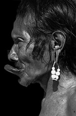 Metuktire - Kayapo (guiraud_serge) Tags: brazil portrait brasil amazon indian tribe ethnic indien matogrosso indio labret brsil tribu amazonie amazone forttropicale ethnie kayapo kuikuro metuktire plateaulabial hautxingu parcduxingu sergeguiraud artducorps ornementcorporel