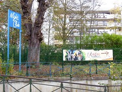 Distractions aminoises (xavnco2) Tags: france sign architecture modern advertising french zoo moderne nightclub commercial werbung pancarte parc amiens publicit tiergarten immeuble picardie enseigne archi habitation zoologique somme lahotoie
