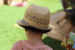 Sombrero de paja (maikrofunky) Tags: summer hat 35mm kid bokeh verano summertime sombrero nio paja notreatment noefect