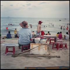 beach back bowls (beetabonk) Tags: 120 6x6 tlr mediumformat square vietnam mamiyac330 fujipro400h mamiyasekor80mm128 vnhac33080400h1408007