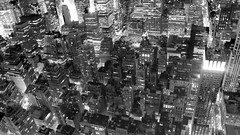 (amandagz) Tags: new york city light white newyork black streets blanco skyline skyscraper luces blackwhite state manhattan negro ciudad empire nueva blanc carrers negre calles rascacielo