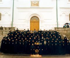 66. Архим. Арсений с братией в День Святой Пасхи 2001 г