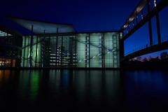 Reichstag in Berlin (Basel101) Tags: berlin deutschland abend nacht outdoor himmel reichstag architektur blau brücke spree beton lichter farben berlinmitte erholung spazieren
