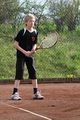 Oscar 2010-05-17 (Michael Erhardsson) Tags: ute tennis 2010 sommar maj grus vr aktivitet utomhus trning juniorer lilln ungdomar grusbana tennisklubb lillnstk idrottsfrening trningspass juniortrning