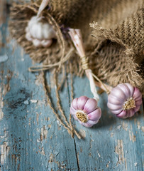 Garlic (johnsikianakis) Tags: food foodphotography foodstyle foodstyling foodphoto foodphotographer fresh soft style styling props background garlic natural light wood old colors blue