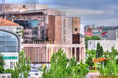ESPAÑA - 114 (Ismael I) Tags: españa edificios rotonda leon reflejos comercial cristales castillayleon leoncunadelparlamentarismo edificiodelajuntadecastillayleon