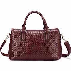 กระเป๋าหนังแท้ผู้หญิง สะพายและถือสายยาวหรูมากแฟชั่นแบรนด์ นำเข้าพิเศษ สีกาแฟ - พร้อมส่งIS1011 ราคา3800บาท กระเป๋าหนังแท้ ดีไซน์กระเป๋าลายหนังสานที่ตัวกระเป๋าแต่งลายหนังสานสีกาแฟสะพายได้2สไตล์ สายสะพายยาวถอดได้ รุ่นนี้เก๋มากที่ฝาปิดด้านบนแบบแม่เหล็กซ่อนใต้