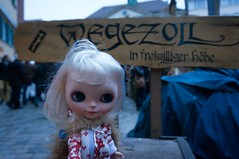 Went to the Medieval Market and Christmas Market (omgdolls) Tags: val blythe blythedoll travelingblythe simplyvanilla