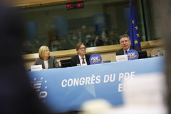 Marielle de Sarnez, Guy Verhofstadt, Franois Bayrou (PDE-EDP) Tags: guy logo fb marielle rond verhofstadt banderolle bayrou sarnez