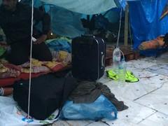 Ετοιμάζουν βαλίτσες κάποιοι απο τους Συρους πρόσφυγες πολέμου για κοιν.δομες δήμου #syrianrefugeesgr http://t.co/T7trouYhLX