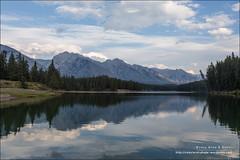Johnson Lake, Banff National Park (Alberta) (Anna & Oskar) Tags: travel viaje canada canon landscape paisaje can alberta banffnationalpark canadianrockies anthracite johnsonlake 1dx montaasrocosas 5dmarkii