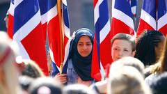17. mai 2016 (Rune Lind) Tags: sea people oslo norway norge day folk many muslim lot mai national independent 17 jente flagg tog 17mai unger masse 2016 nasjonaldag nasjonaldagen barne barnetog 17maifeiring norgesnasjonaldag folkehav muslimsk 17mai2016 norgesbursdag
