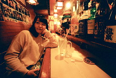 vamp at bar (troutfactory) Tags: cute film japan bar friend pretty drinking wideangle   osaka analogue kansai   15mmheliar kodakportra800 voigtlanderbessal